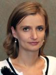 Izabela Szlufarska Headshot